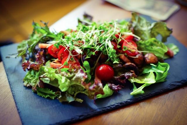 broccoli-sprout-tomato-salad
