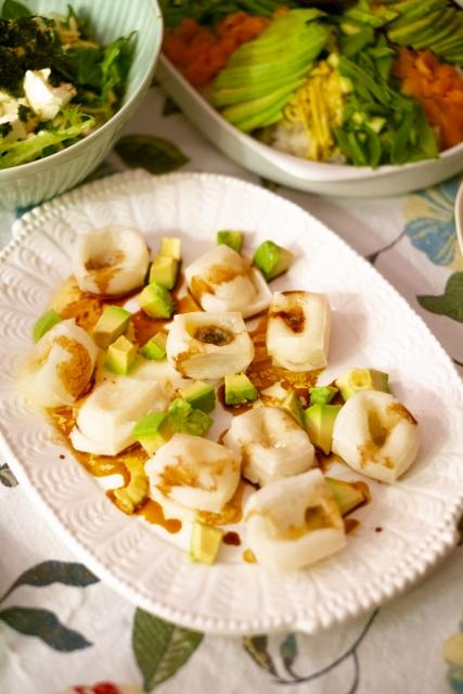 chili-oil-avocado-cottage-cheese
