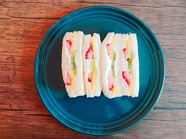 cottage-cheese-fruit-sandwich