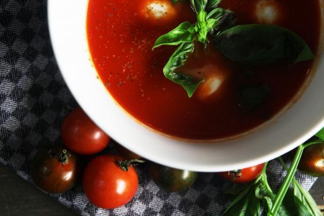 chia-seeds-tomato-soup
