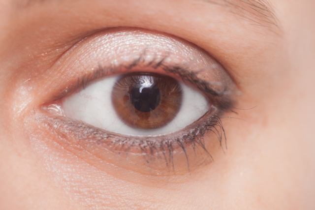 silver-eyeliner