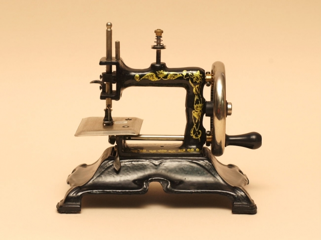 march-4-sewing-machine-day