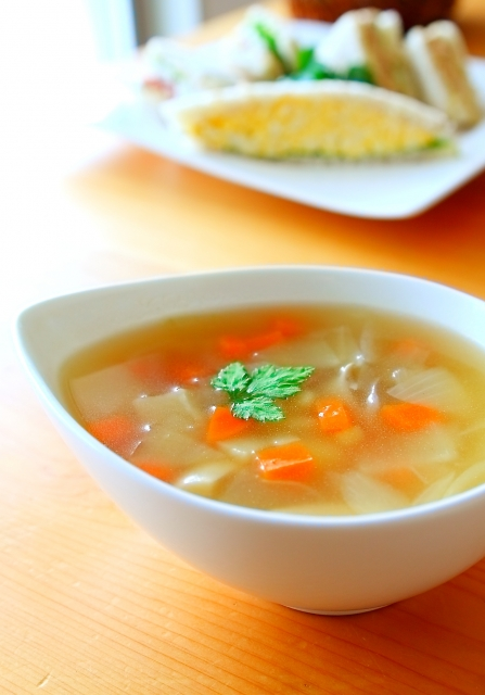 Chinese-soup-of-an-onion-and-the-carrot