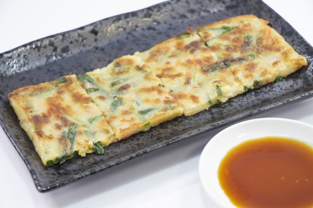 Chinese-chives-and-cheese-chijimi