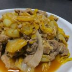 it-is-enoki-mushroom-chinese-cabbage-pork-ginger-roasting